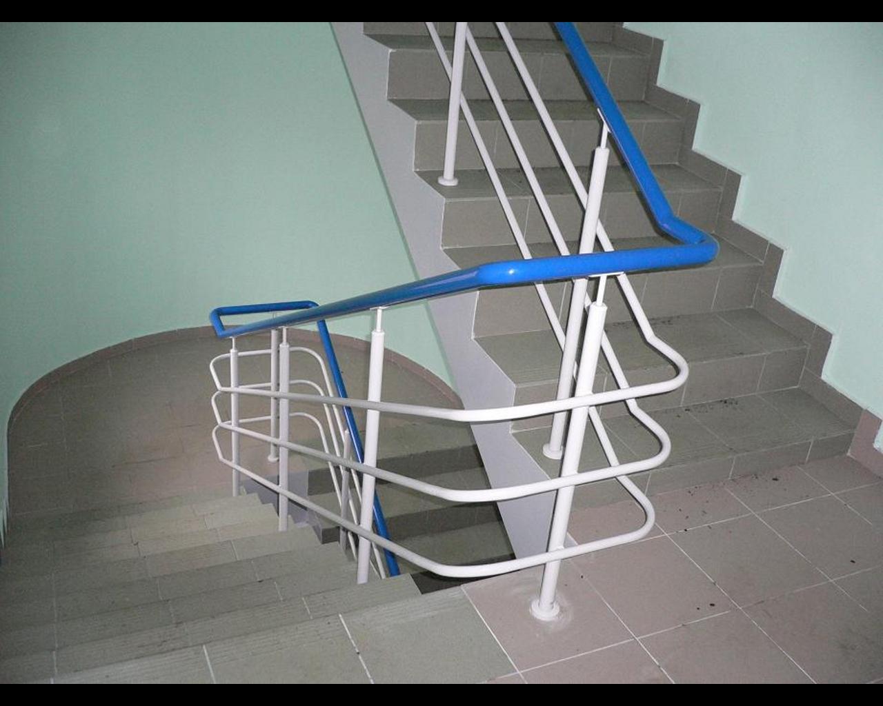 Лестница из круглой трубы своими руками