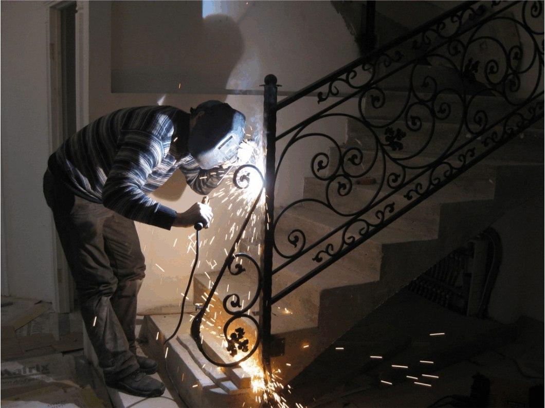 Ремонт кованых перил в Москве